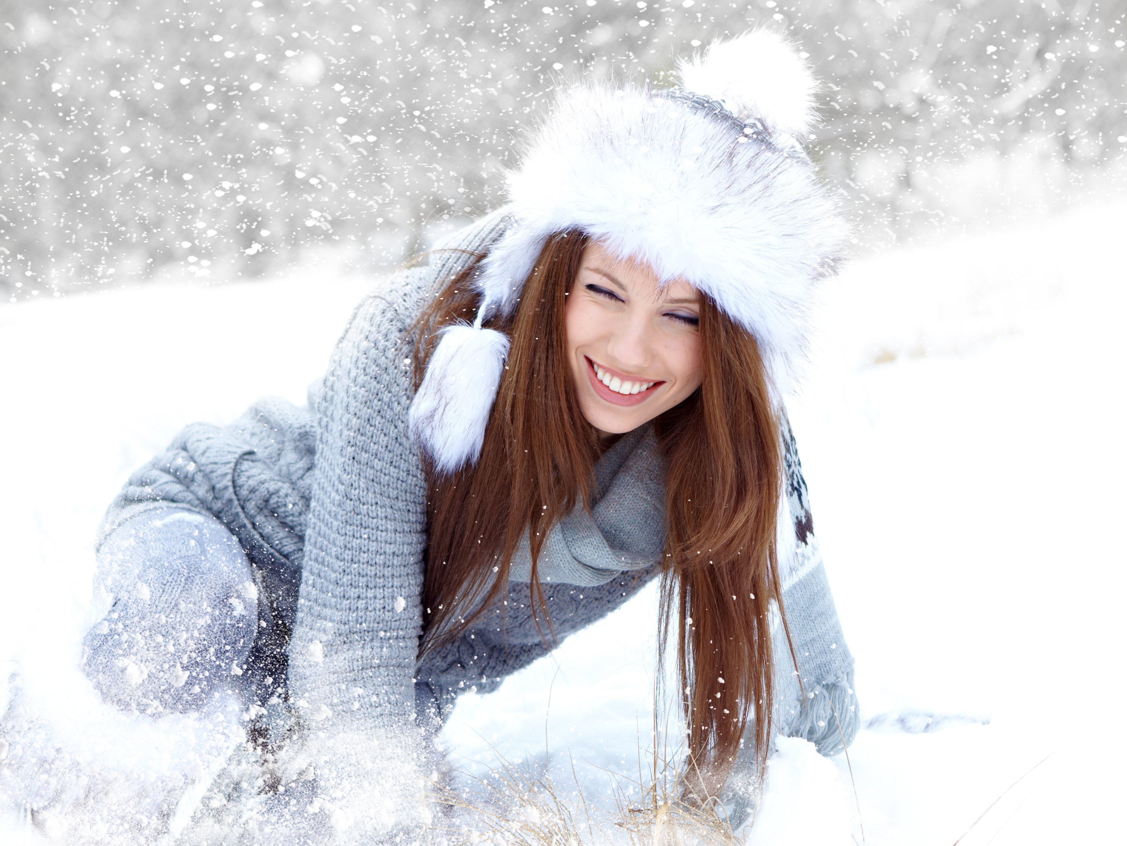 Голые девушки вдвоем на снегу 86